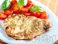 Рецепта Пикантни пилешки пържоли от гърди с тиквени семки печени на оребрен грил тиган